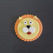 Lion cake and cupcake decoration